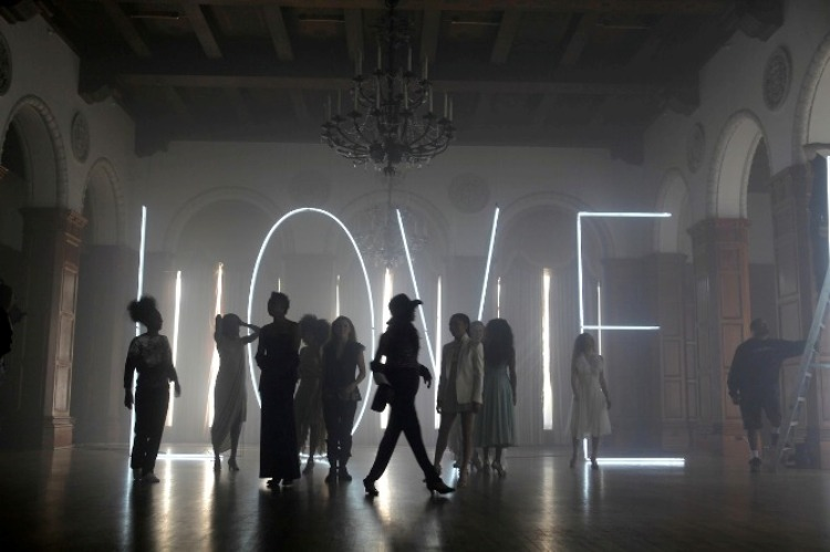 Love-Is-The-Answer-le-clip-interactif-d-Aloe-Blacc-folkr-2
