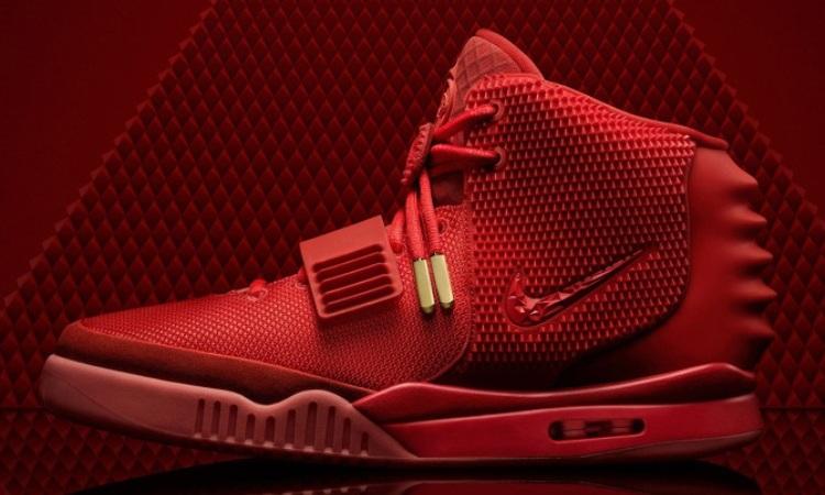 """mieux aimé 6b3e3 2bae7 La Nike Air Yeezy 2 """"Red October"""" est-elle encore disponible ?"""