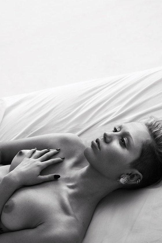 pillow-tweets-Miley-Cyrus-Miranda-Kerr-and-more-undress-by-Mert-and-Marcus-w-magazine-5-560x840