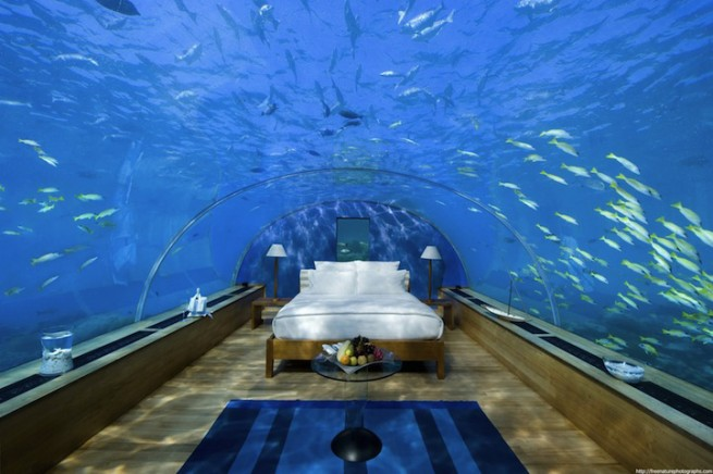 underwater-bedroom-hotel-conrad-1