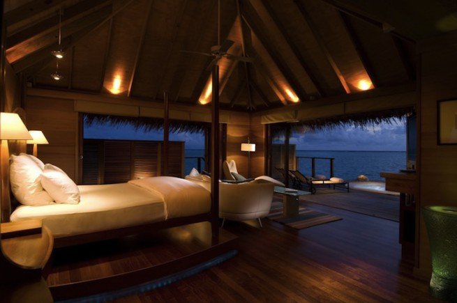 underwater-bedroom-hotel-conrad-4
