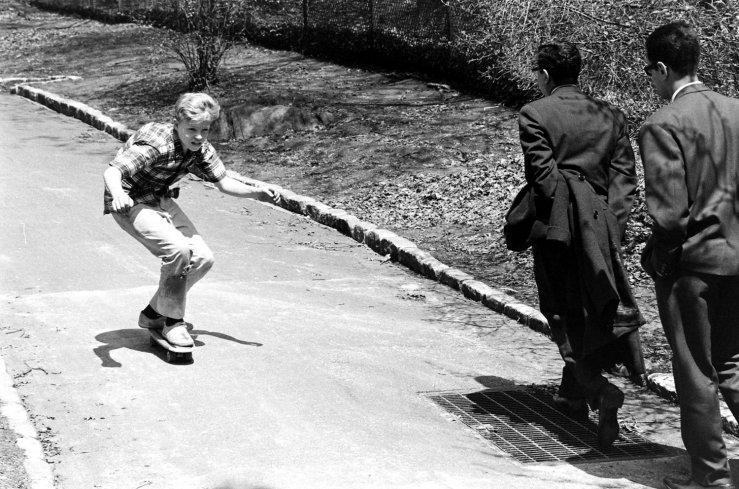 Life-goes-skateboarding-1965-08