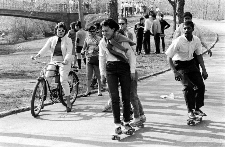 Life-goes-skateboarding-1965-09