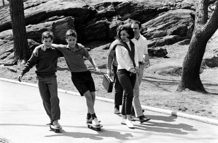 Life-goes-skateboarding-1965-10