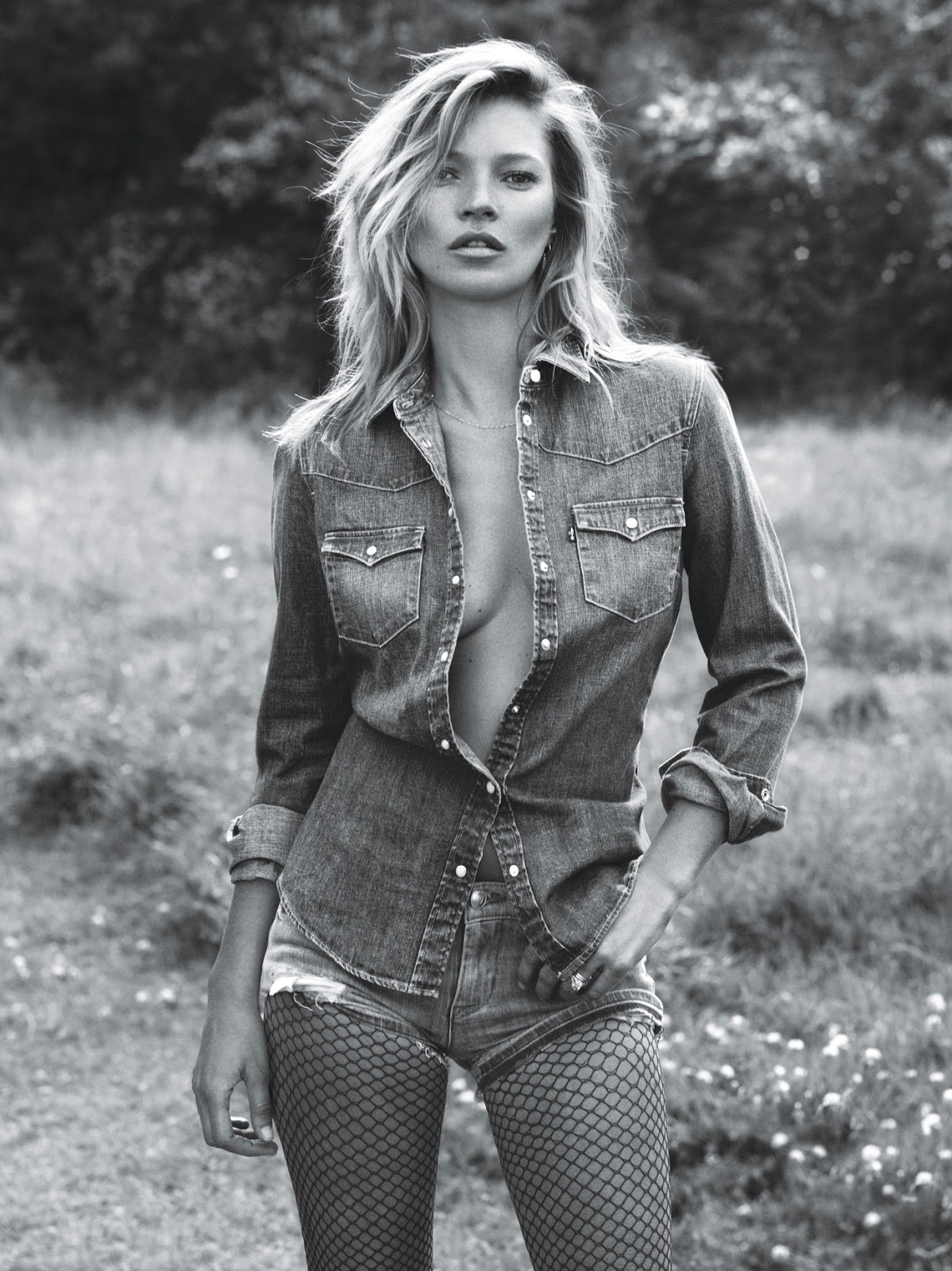 w-magazine-super-normal-super-models-mert-marcus-kate-moss-lara-stone-16