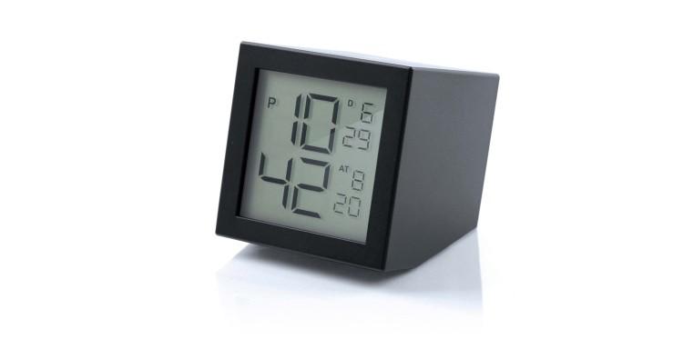 reveil-LCD-Prism-Clock-Design-by-Joe-Doucet-pour-Lexon