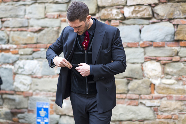 street-looks-fashion-style-fall-2015-menswear-street-style-pitti-uomo-j-ai-perdu-ma-veste-gq-4148_jpg_6980_north_1024x_white