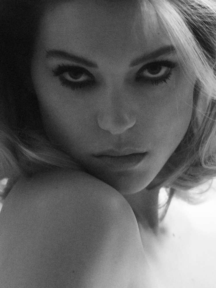 ea-seydoux-by-david-sims-for-vogue-paris-april-2015-magazine-03