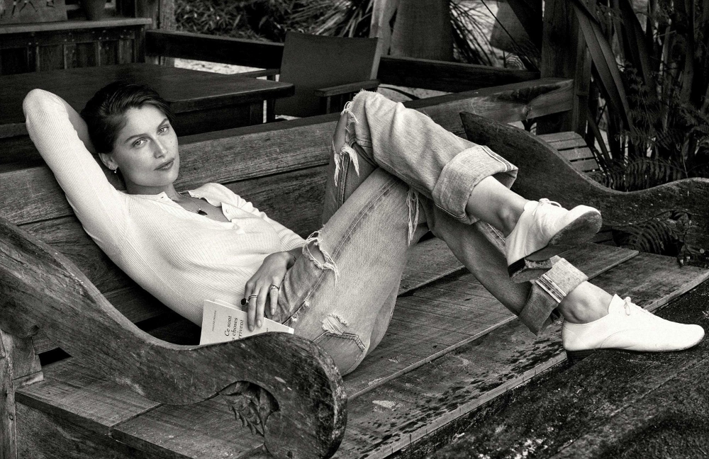 01-welcome-to-my-world-folkr-sunday-chill-laetitia-casta-by-pamela-hanson-for-elle-france
