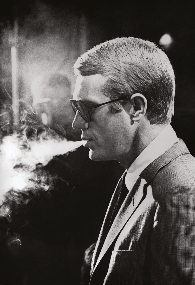 Steve McQueen on the set of Love With a Proper Stranger at Param