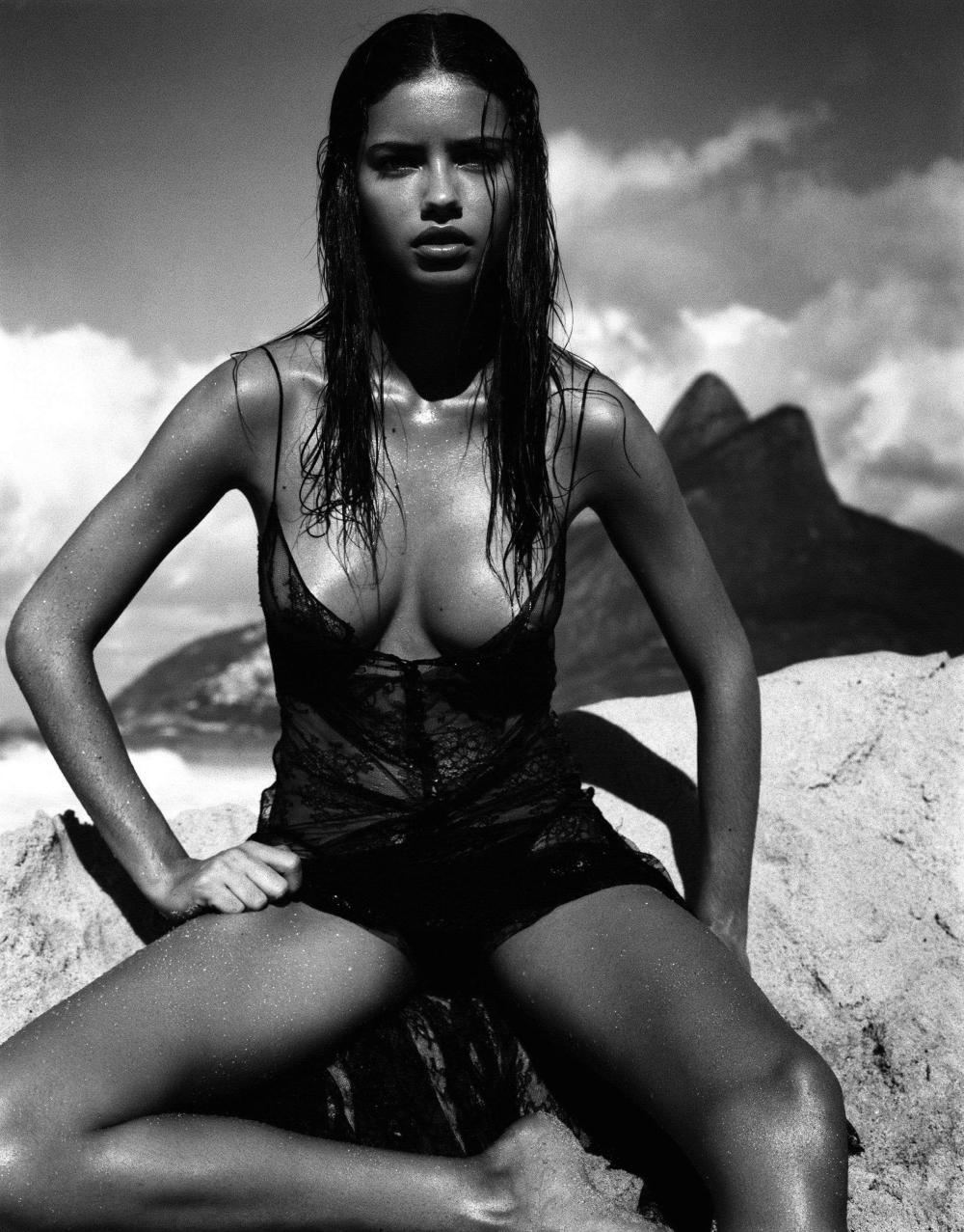 12-welcome-to-my-world-folkr-body-call-adriana-lima-by-patrick-demarchelier-for-pirelli-calendar-2005