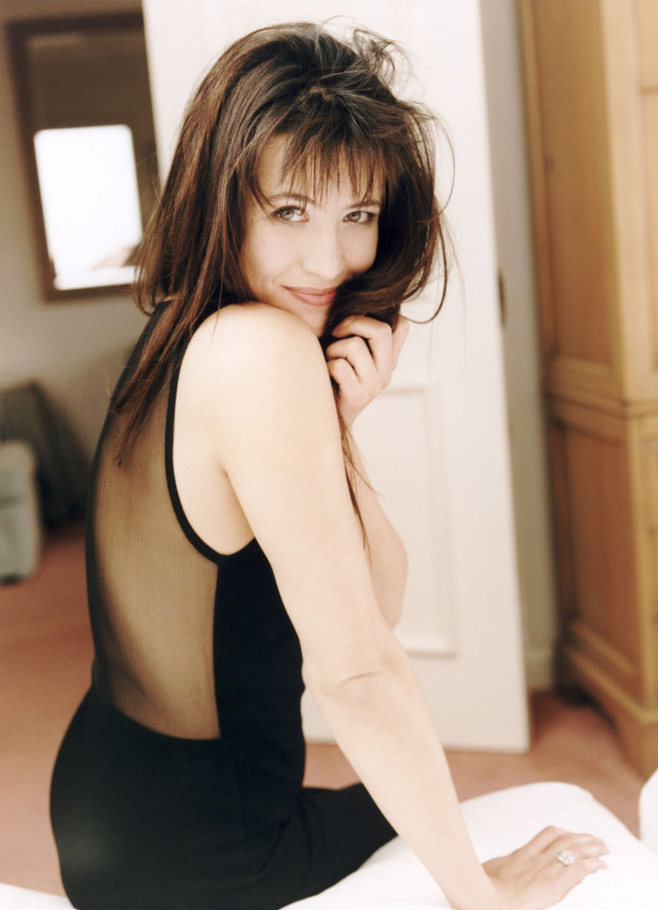 a-guide-to-cool-sophie-marceau-folkr-23