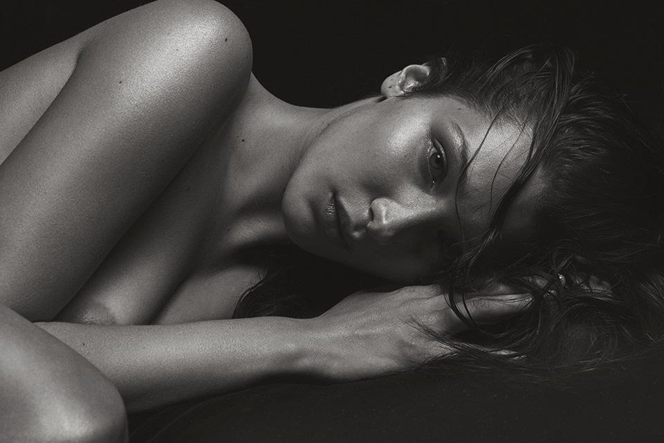 bella-hadid-naked-v-magazine-folkr-02
