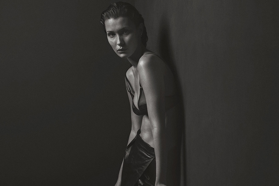 bella-hadid-naked-v-magazine-folkr-03