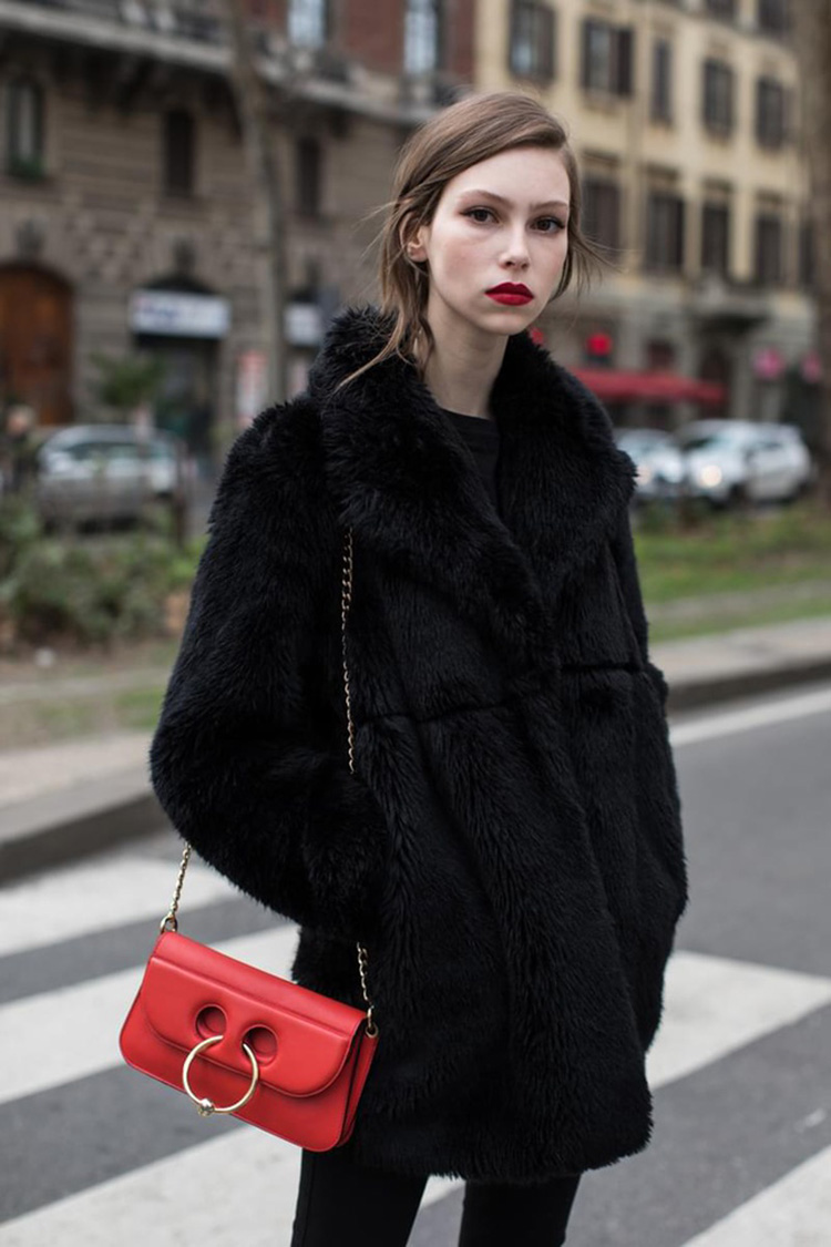 fashion-week-hiver-2017-milan-street-looks-Sandra-Semburg-folkr-4