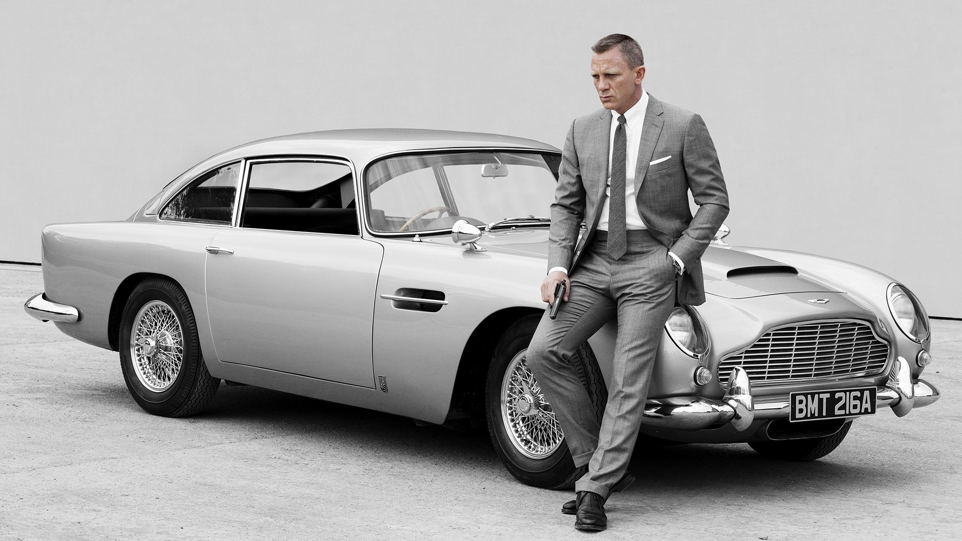 retromobile-2017-le-salon-international-des-voitures-de-collection-james_bond_daniel_craig_aston_martin_db5-folkr-03