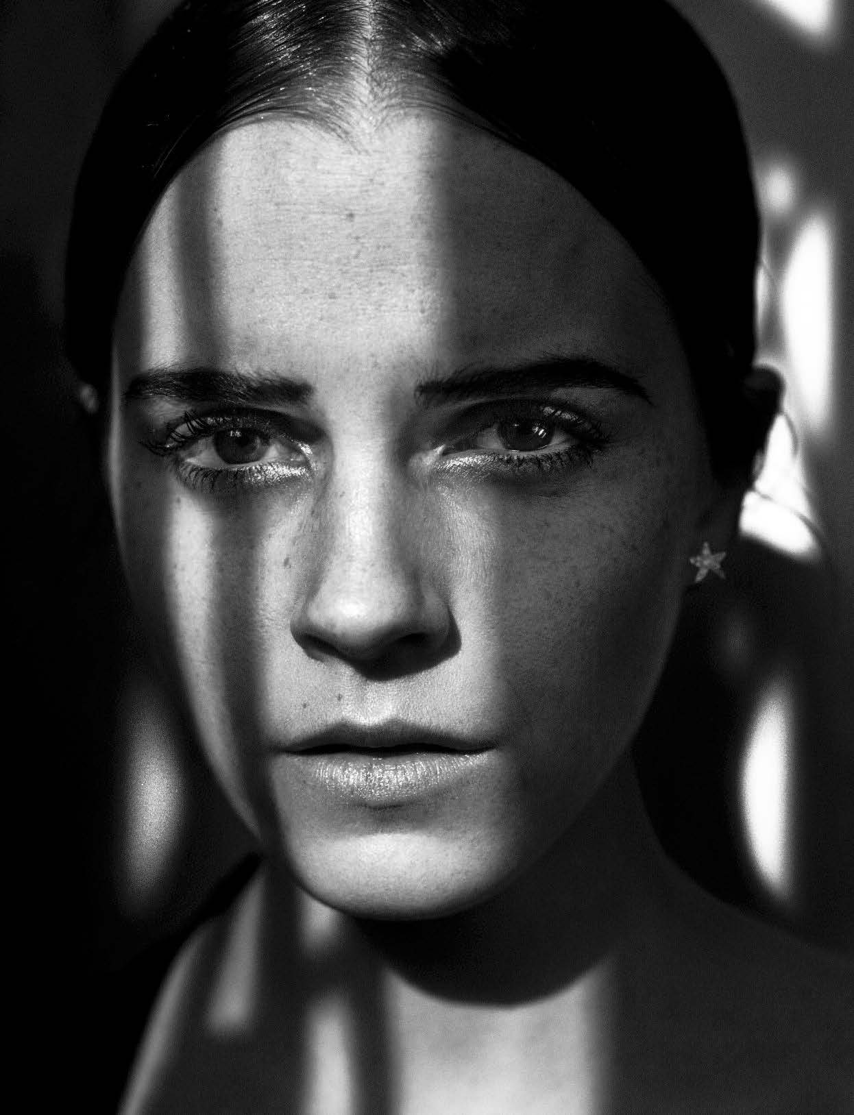 emma-watson-by-vincent-peters-for-vogue-italia-november-2015-exposition-hune-paris-folkr