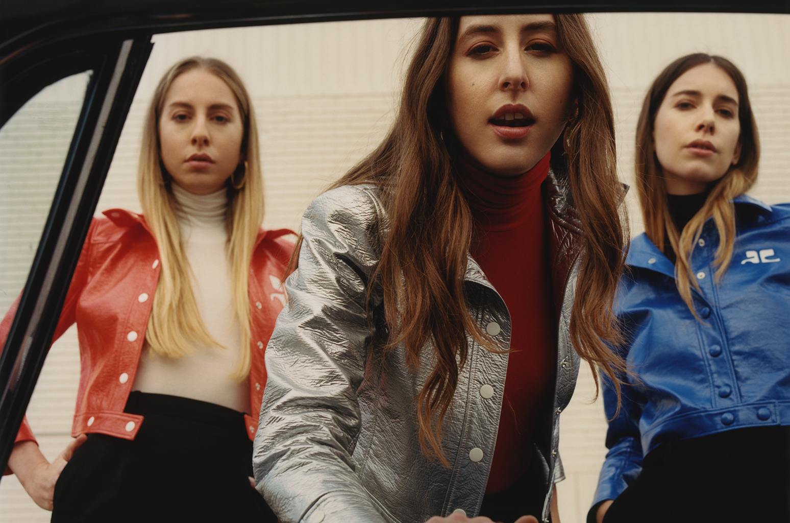 haim-something-to-tell-you-folkr-01