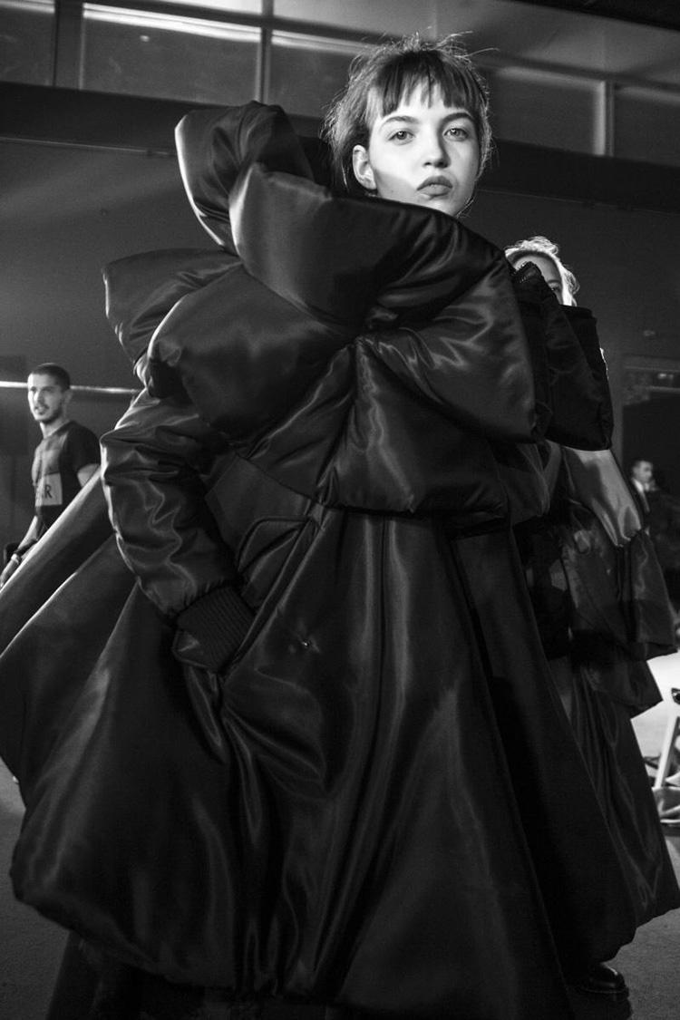 backstage-defile-homme-femme-ss18-folkr-backstage-viktorrolf-haute-couture-automne-hiver-2017-201814