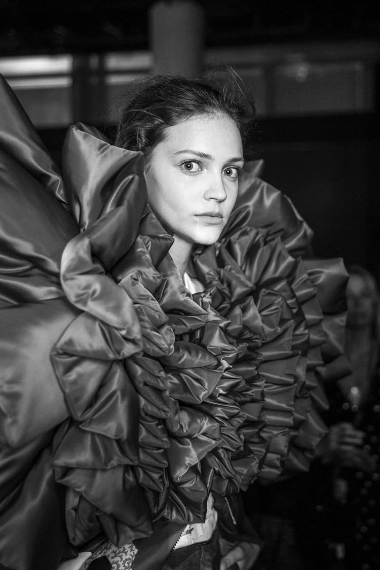 backstage-defile-homme-femme-ss18-folkr-backstage-viktorrolf-haute-couture-automne-hiver-2017-201815
