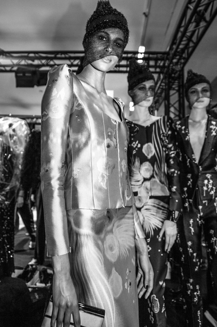 backstage-defile-homme-femme-ss18-folkr-giorgio_armani_prive_haute_couture_2017-2018_automne_hiverar11_1