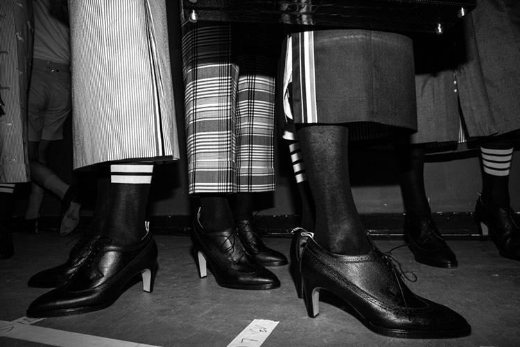 backstage-defile-homme-femme-ss18-folkr-thom_brown_ss_18_t9